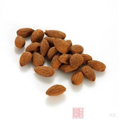 多吃杏仁是会中毒的