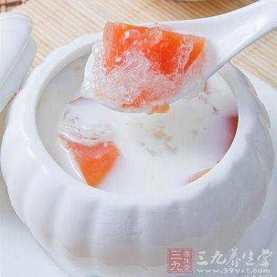 鲜奶中的钙质,木瓜中的维生素C,都是人体中所需的营养成份,适合天天饮用