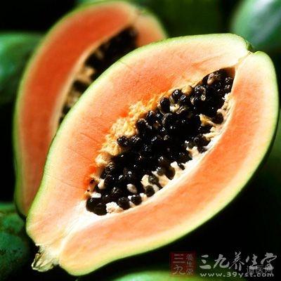 木瓜里蕴含的番木瓜碱和木瓜蛋白酶可以灭杀寄生虫如绦虫、蛔虫、鞭虫、阿米巴原虫及结核杆菌