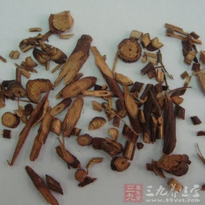 夜交藤又名首乌藤、棋藤,为蓼科植物何首乌的藤茎
