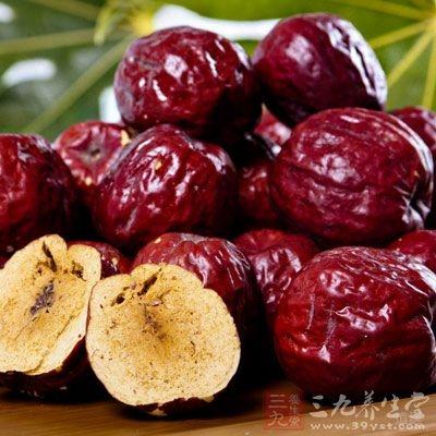 红枣常被用於药性剧烈的药方中,以减少烈性药的副作用,并保护正气
