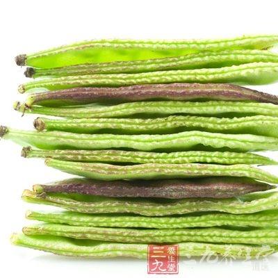 生扁豆(去皮)30g,白糖30g,煮熟服食,一日一次,连续一周,治妇女白带