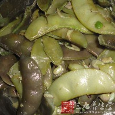煮扁豆:扁豆子60g(或嫩扁豆荚果120g),以食油、食盐煸炒后,加水煮熟食。每日2次,连食1周