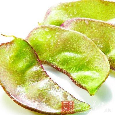 专家还特别提醒,在扁豆菜肴临出锅前投入适量的蒜蓉,不但改变口味,还可杀菌解毒