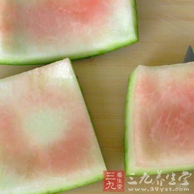 皮肤过敏的人其实是可以放心的吃西瓜皮的