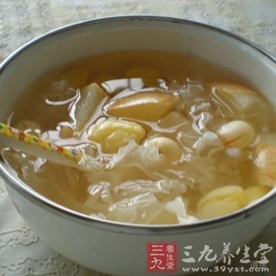 白果橄榄冰糖水具有清肺化痰的功效