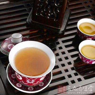 用生地的煎煮液300泡茶饮用,冲饮至味淡