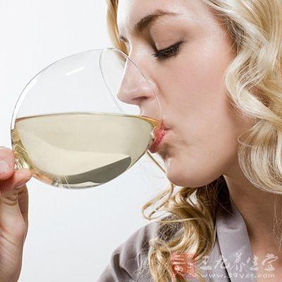 葛根酒具有益气和血、通经活络、活血化瘀等功能