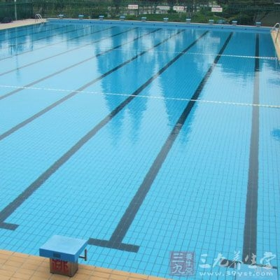 少去游泳池