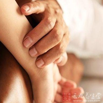 在长期的医疗实践活动中,历代医家积累了丰富的临床诊断经验,形成了中国特有的完整的诊病体系,即四诊(望、闻、问、切)、辨证与辨病