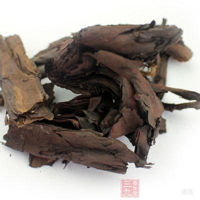 使用紫草油涂患处,不少于5次/d,1月后,瘙痒开始减轻