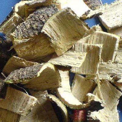 合欢皮为豆科植物合欢的干燥树皮,多于夏秋季节剥取,晒干而成