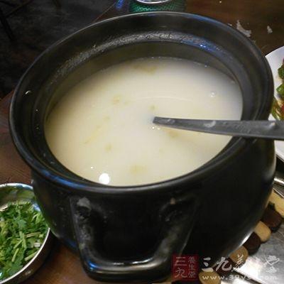 服药后可喝些热粥或热汤