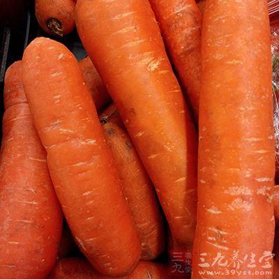 每餐可适量多吃一些蔬菜和豆制品,如胡萝卜