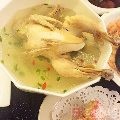 喝鸡汤可减轻感冒时鼻塞、流涕等症状