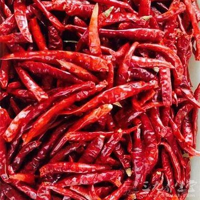 避免摄入刺激胃酸增加的调味品,如辣椒