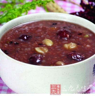 减轻宝宝体内湿气的薏米红豆粥的做法