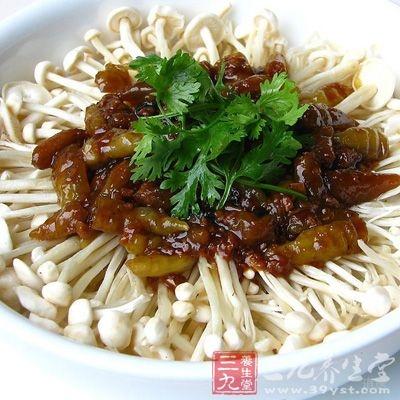 金针菇是我们经常吃到的一种食用菌