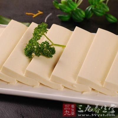金针菇具有益智强体的作用,与豆腐搭配,对癌细胞具有明显的抑制作用