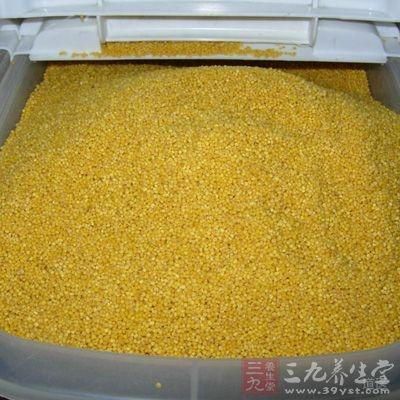 小米失去了保护层,籽粒较小,粮堆孔隙度小