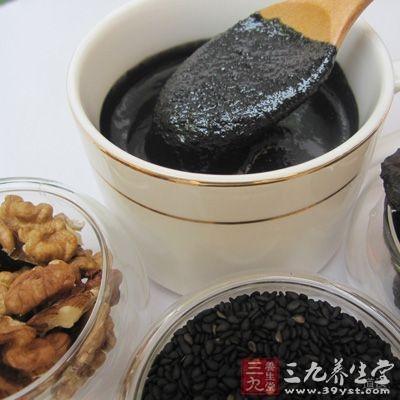 将何首乌磨成粉,按照何首乌跟蜂蜜2:5的配比进行调和,搅拌均匀后倒入密闭的瓶子里