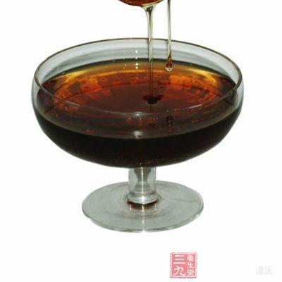 制首乌粉、熟地粉各30克,当归粉15克,浸于1000毫升的粮食酒中,10~15天后开始饮用,每天约15~30毫升,连续饮至见效