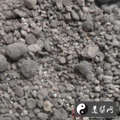竹节间贮积的流液,经干涸凝结而成的块状物质