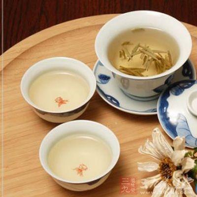 白茶:性清凉,能退热、降火、解毒、防暑和治牙痛,更有提神、消食等功效