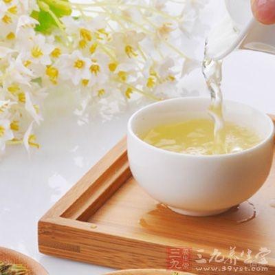 预防口臭可用菊花或者金银花泡水喝
