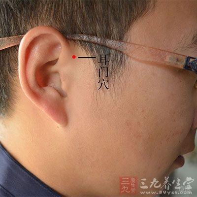 耳门位于面部