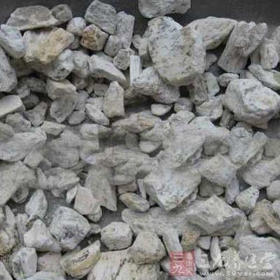 龙骨的主要成分为碳酸钙、磷酸钙,亦含铁、钾、钠、氯、硫酸根等