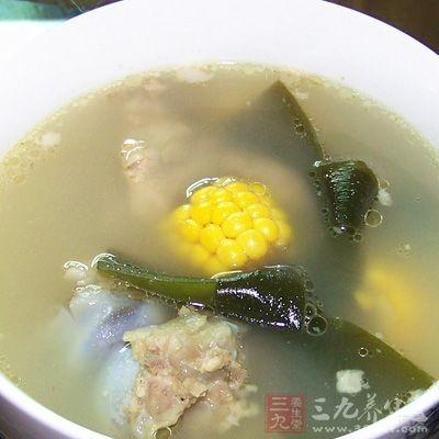 玉米海带龙骨汤主要使用龙骨以及玉米等食材