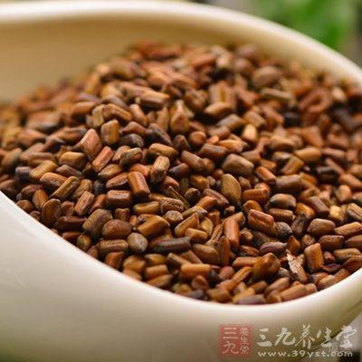 先煎决明子及菊花,去渣取汁,后入粳米煮粥,粥成加冰糖,调匀,空腹食用