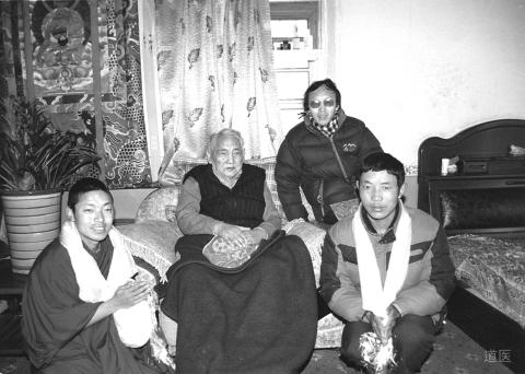 强巴赤列(左二)和他的徒弟们