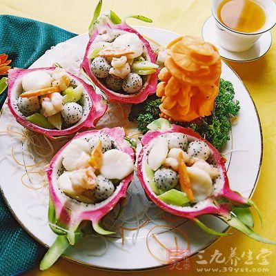 火龙果性甘平,主要营养成分有蛋白质、膳食纤维、维生素B2、维生素B3
