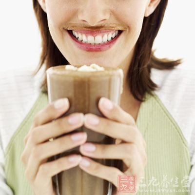 喝咖啡较多的人通常也抽烟喝酒,他们的压力通常很大,这些习惯都会影响喝咖啡习惯对人体积极影响的结果