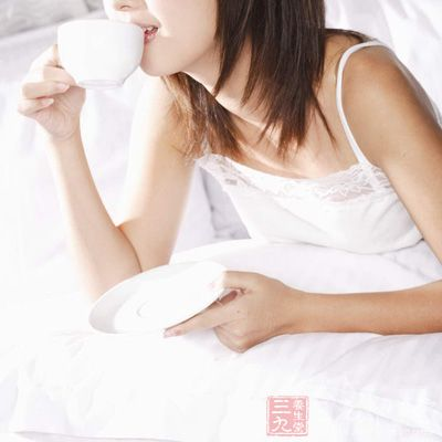 过多的咖啡因,只会阻碍糖类的新陈代谢,使乳房发生水肿,呈现胀痛
