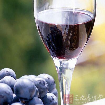 每天饮用3杯紫葡萄汁,可使血小板聚集力降低40%
