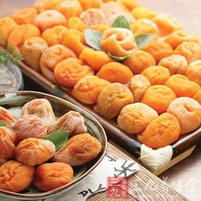 柿饼能有效补充人体养分及细胞内液,起到润肺生津的作用