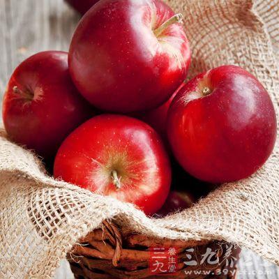 苹果片敷眼部能消除黑眼圈