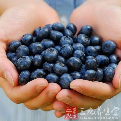蓝莓中果胶含量丰富,一般是苹果或香蕉果胶含量的1-3倍