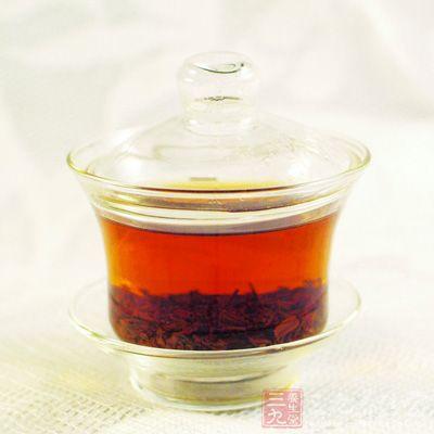 饮红茶前,不论采用何种饮法,都得先准备好茶具