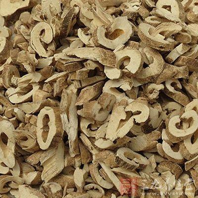 对多种致病真菌均有不同程度的抑制作用。白鲜皮还有解热作用