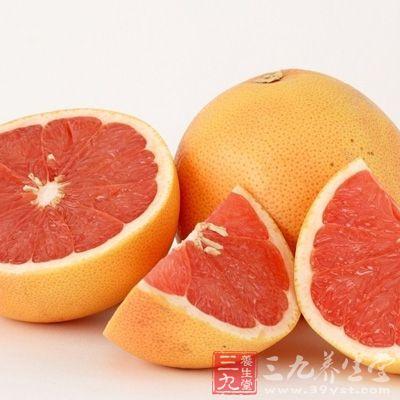 柚中含有大量的维生素C,能降低血液中有胆固醇