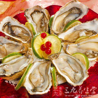 用黄泥封固牡蛎,煅赤,研为末。每服一钱,活鲫鱼煎汤调下