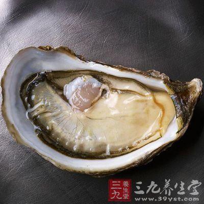牡蛎和牛奶都富含钙,二者搭配食用,可强化骨骼及牙