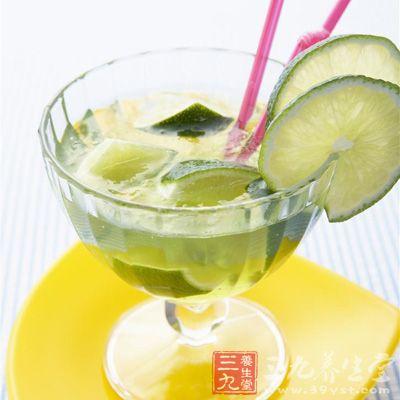 有人说柠檬不能用热水泡,怕VC损失