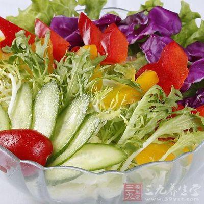 红,黄菊苣(苦菊)各75克,青笋,胡萝卜,藕各50克