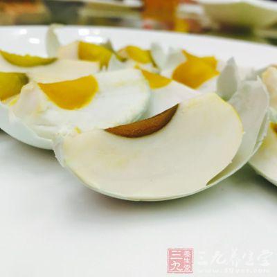 鸭蛋有大补虚劳滋阴养血、润肺美肤的功效