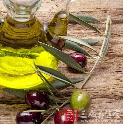 局部涂抹橄榄油并按摩能消脂瘦身